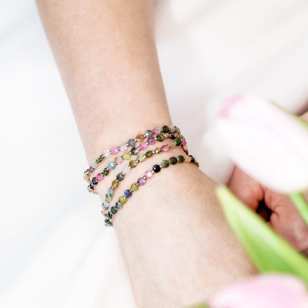 BOGACTWO PRZYJAŹŃ MIŁOŚĆ Bransoletka z naturalnych turmalinów (Light Gold) | Leśna Pracownia Biżuterii Ewa Wronka Eva Sutasz