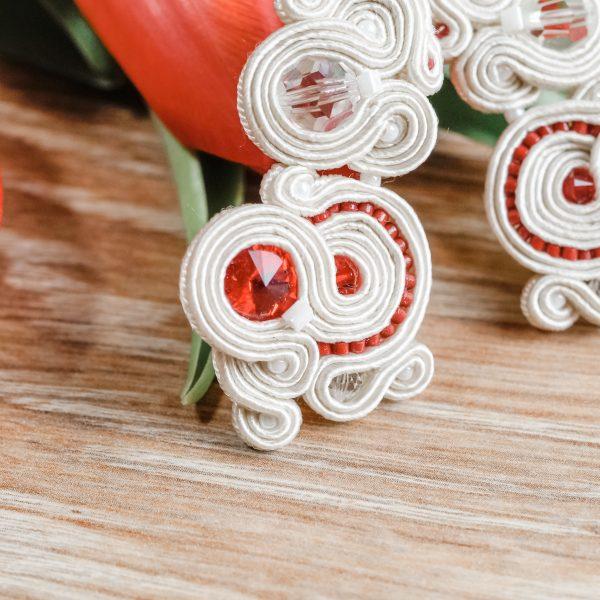 Kolczyki ślubne sutasz ecru & red TULIP | Leśna Pracownia Biżuterii Ewa Wronka Eva Sutasz