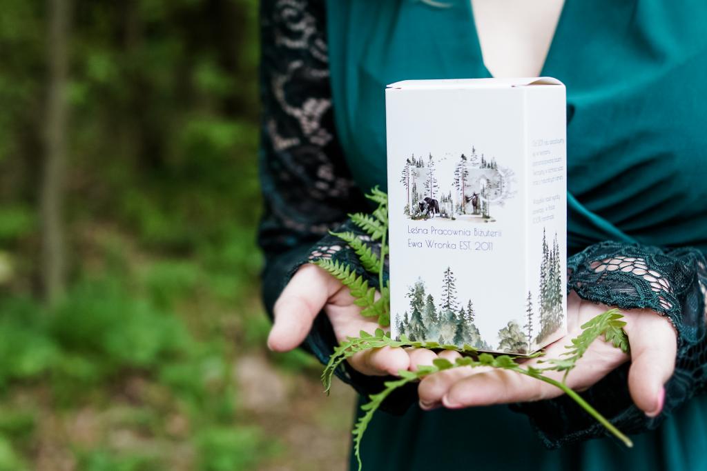 Eko opakowania w Leśnej Pracowni Biżuterii Eva Sutasz