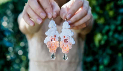 Kolczyki sutasz ślubne white & salmon pink Kolekcja sutasz ORCHDEA Eva Sutasz Leśna Pracownia Biżuterii Ewa Wronka Tuszyn Las