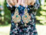 Kolczyki sutasz boho gold & emerald. Nr 1 w sezonie ślubnym 2020/21 Kolekcja sutasz Eva Sutasz Leśna Pracownia Biżuterii Tuszyn