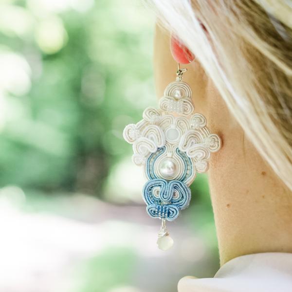 Kolczyki ślubne sutasz ecru, blue & pearl ROSE Eva Sutasz 100% wyrób z Polski