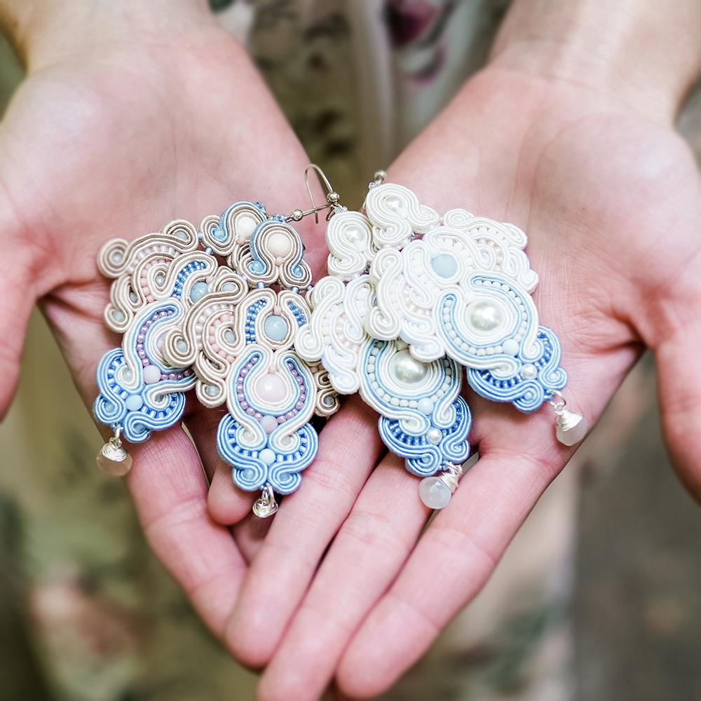 Kolczyki ślubne sutasz ecru, blue & pink ROSE Eva Sutasz